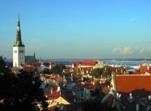 Tallinn old town sunset 300x222 TALLINN, ESTONIA: SALOTTO MEDIEVALE SUL BALTICO