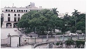 Plaza de Armas 300x173 CUBA, UN VIAGGIO FUORI DAGLI SCHEMI