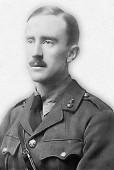 Tolkien in una foto del tempo della prima guerra mondiale (da Wikipedia)